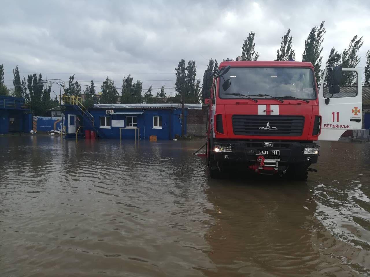 В Бердянске после затопления без света остались два района, - ФОТО, фото-1