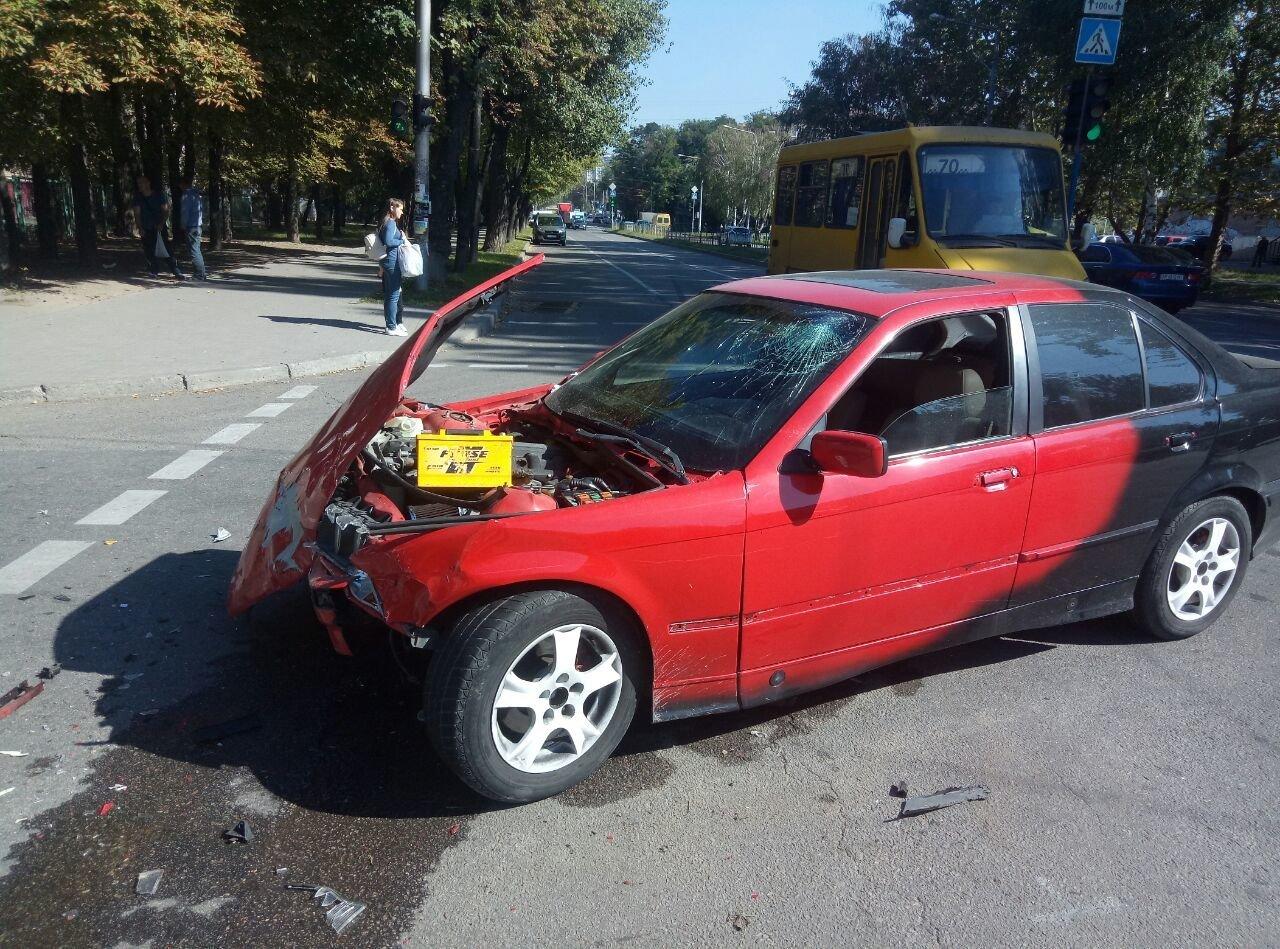 В центре Запорожья после столкновения авто отбросило на пешехода: он в тяжелом состоянии, - ФОТО, ВИДЕО, фото-2