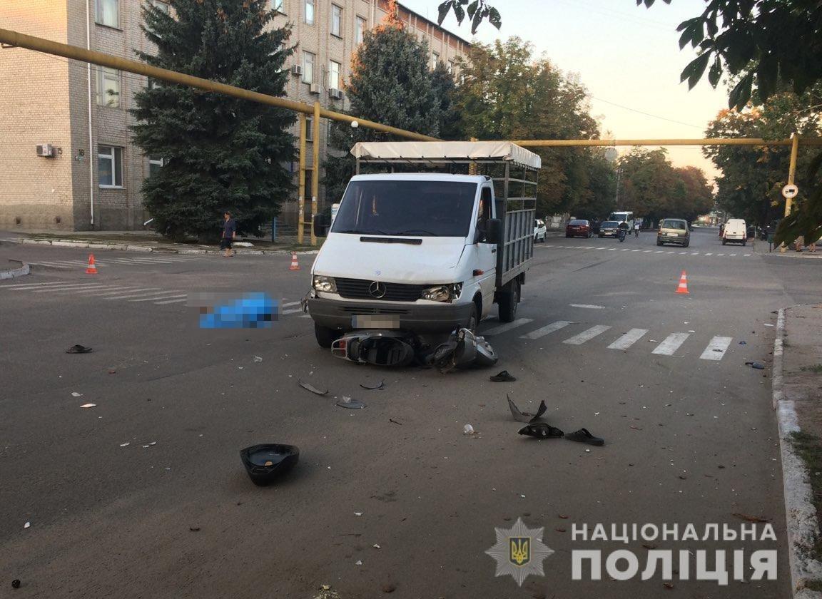 В Запорожской области грузовик столкнулся с мопедом: водитель – в больнице, пассажир погиб, – ФОТО, фото-1
