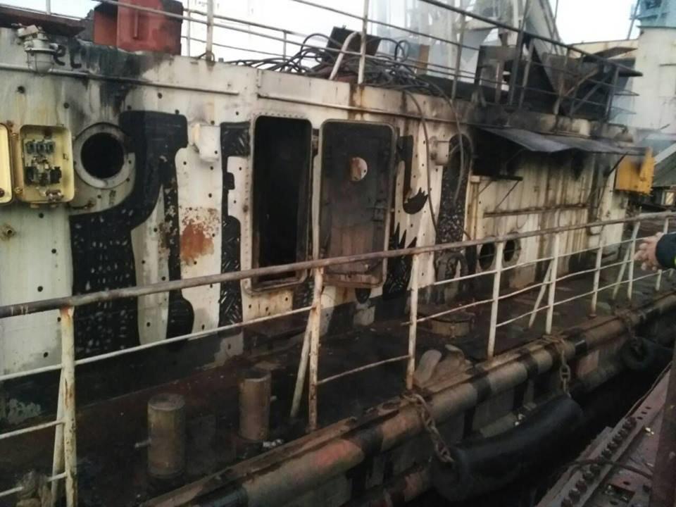 В Запорожье пожар на плавучем кране тушили 19 спасателей, – ФОТО, фото-4