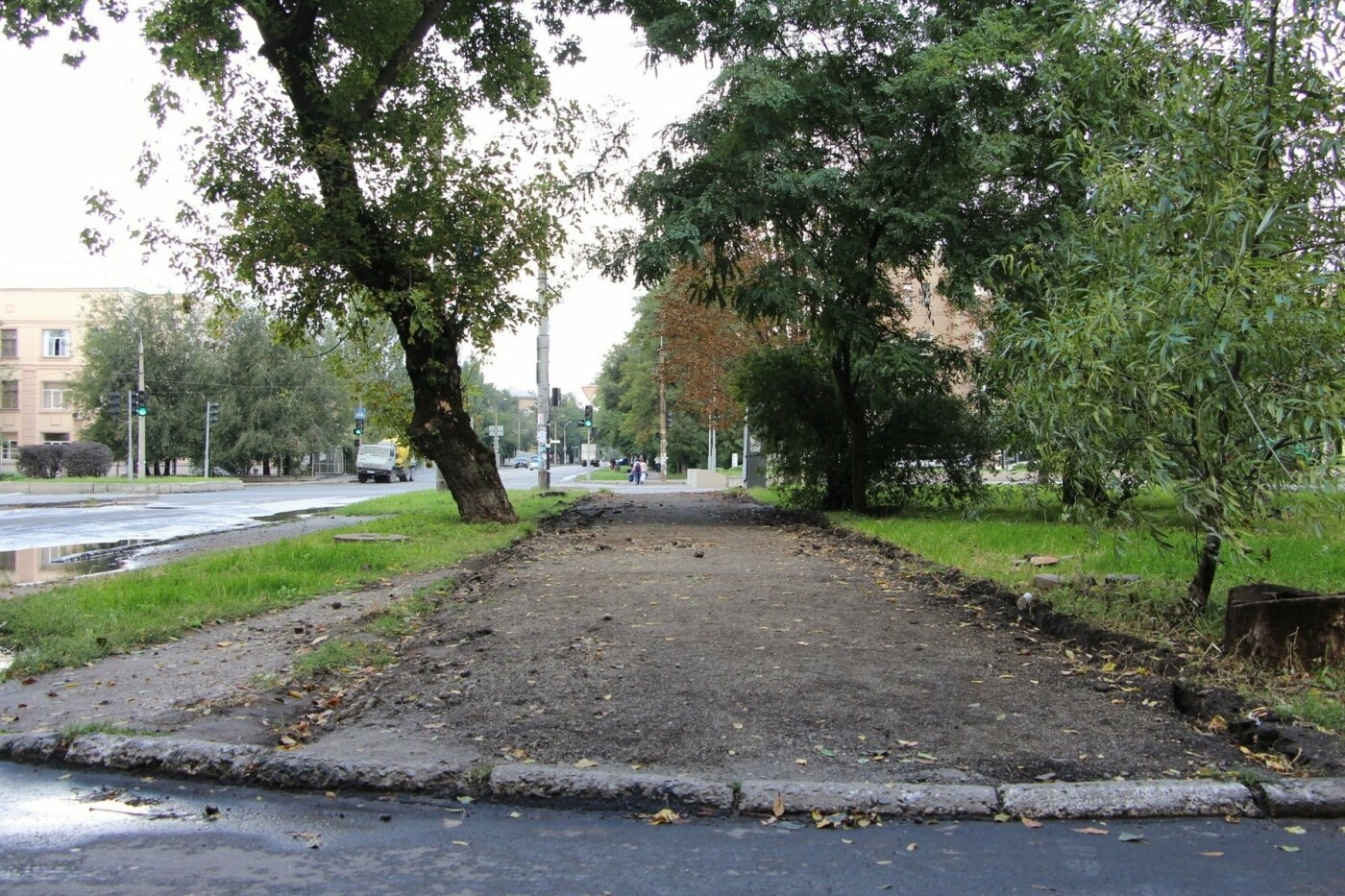 В Запорожье ремонтируют тротуары в районе проспекта Металлургов, - ФОТО, фото-1