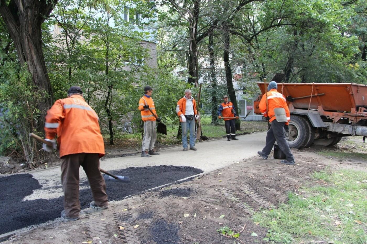 В Запорожье ремонтируют тротуары в районе проспекта Металлургов, - ФОТО, фото-2