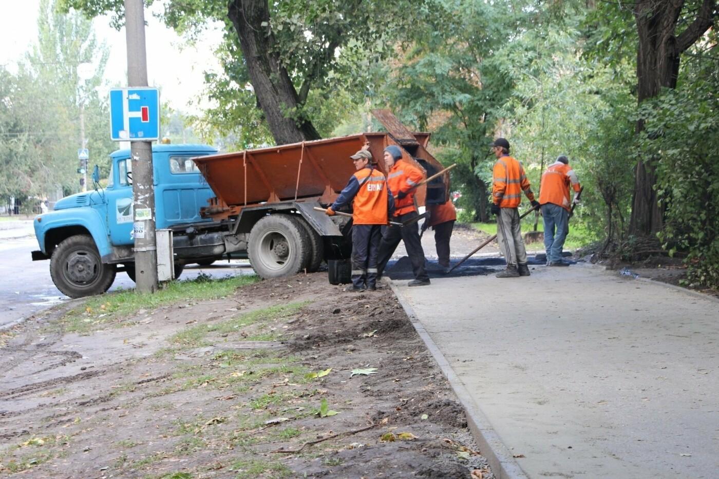 В Запорожье ремонтируют тротуары в районе проспекта Металлургов, - ФОТО, фото-5