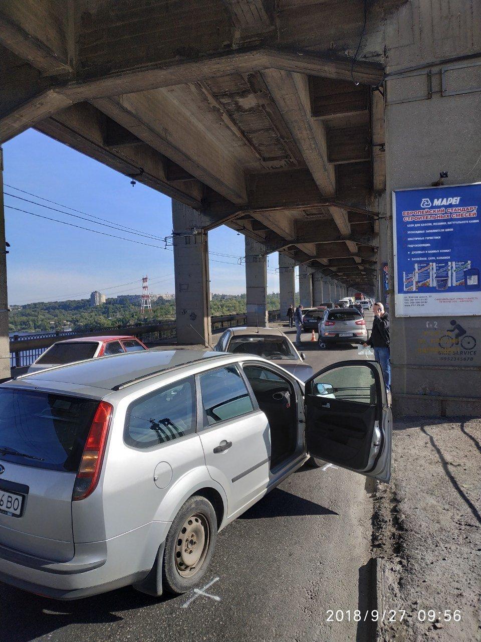 Опубликованы фото тройного ДТП на мосту Преображенского: из-за аварии центр Запорожья оказался в пробке, фото-1