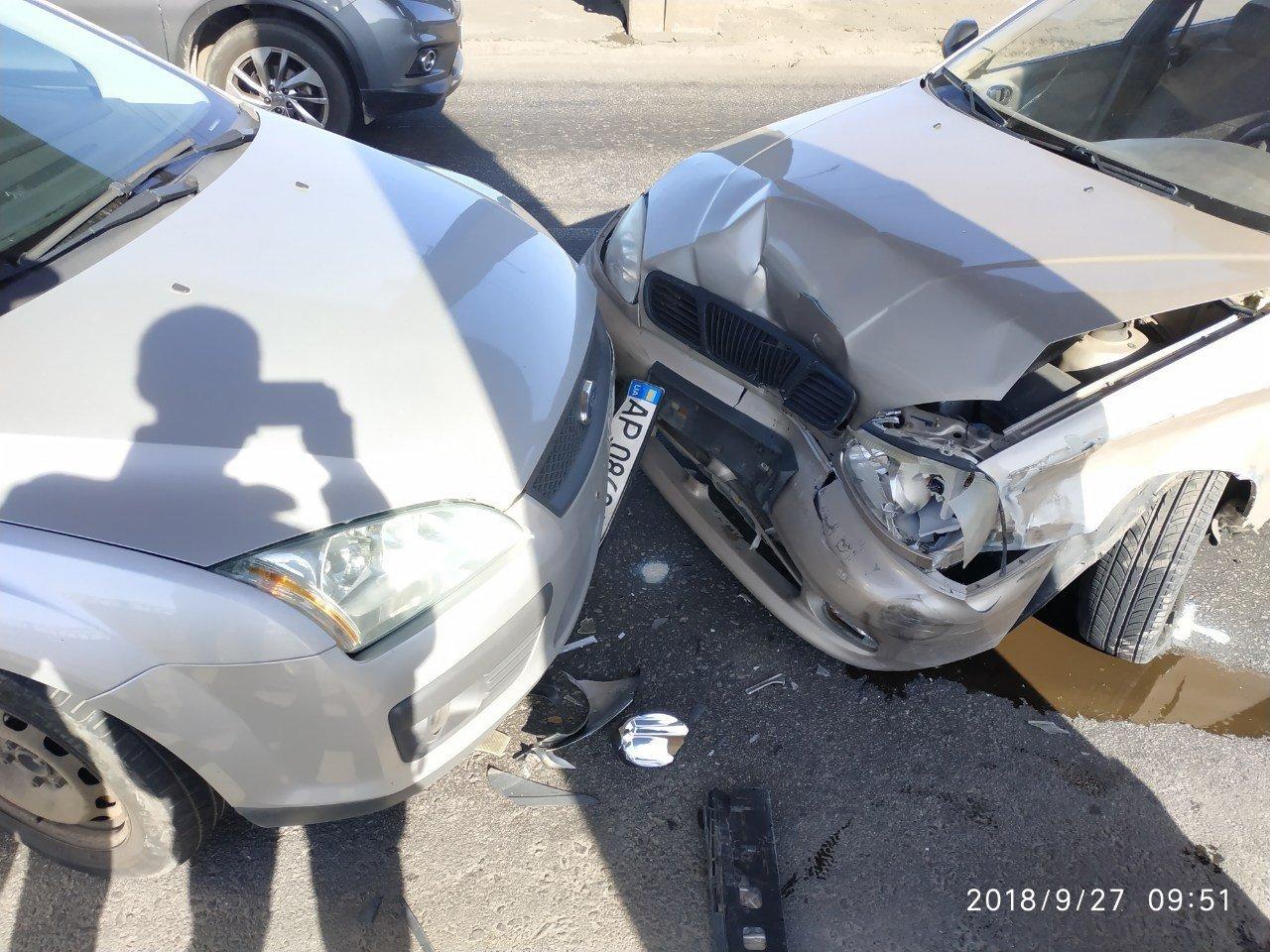 Опубликованы фото тройного ДТП на мосту Преображенского: из-за аварии центр Запорожья оказался в пробке, фото-3