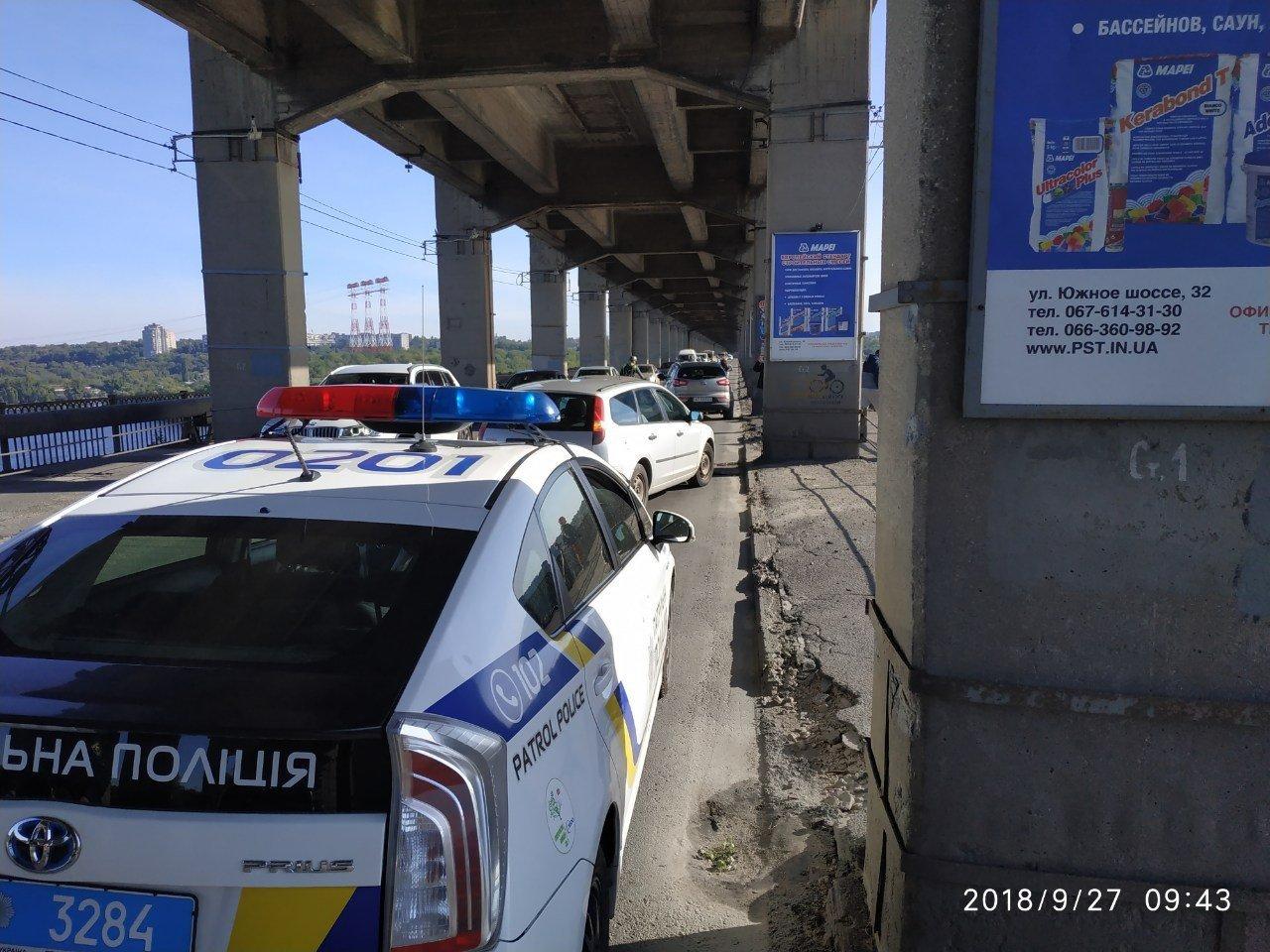 Опубликованы фото тройного ДТП на мосту Преображенского: из-за аварии центр Запорожья оказался в пробке, фото-2