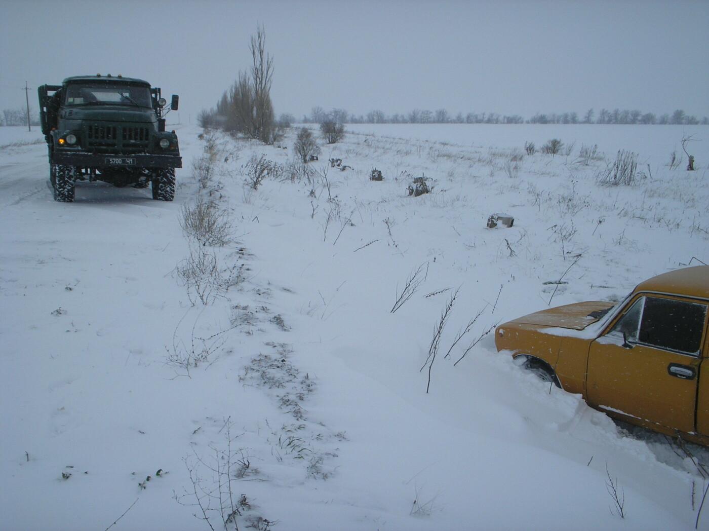 В Запорожской области машина застряла в песке и снегу: доставали спасатели, - ФОТО, фото-4