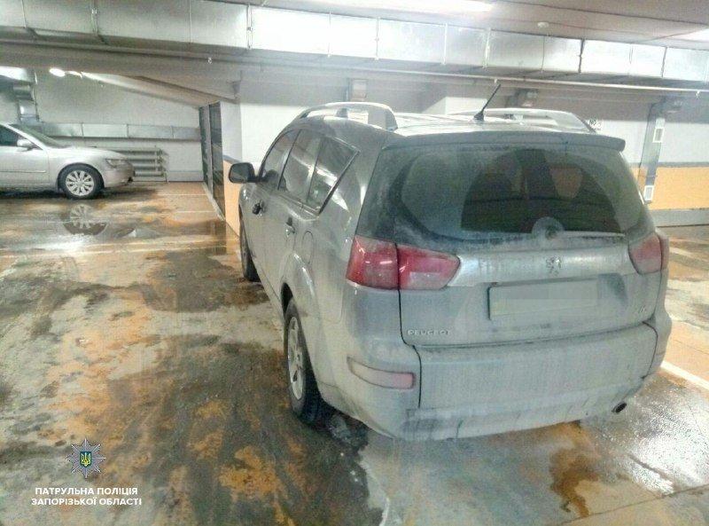 На паркинге запорожского ТРЦ заминировали авто: граната оказалась учебной, – ФОТО, фото-1
