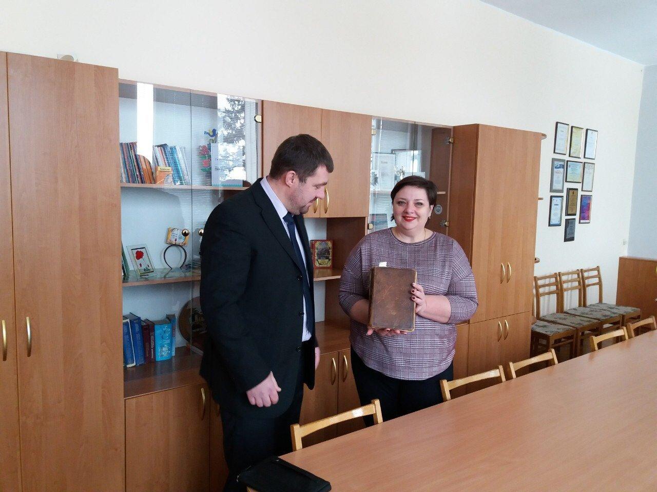 Запорожский краеведческий музей и областная библиотека получили новые экспонаты, фото-3