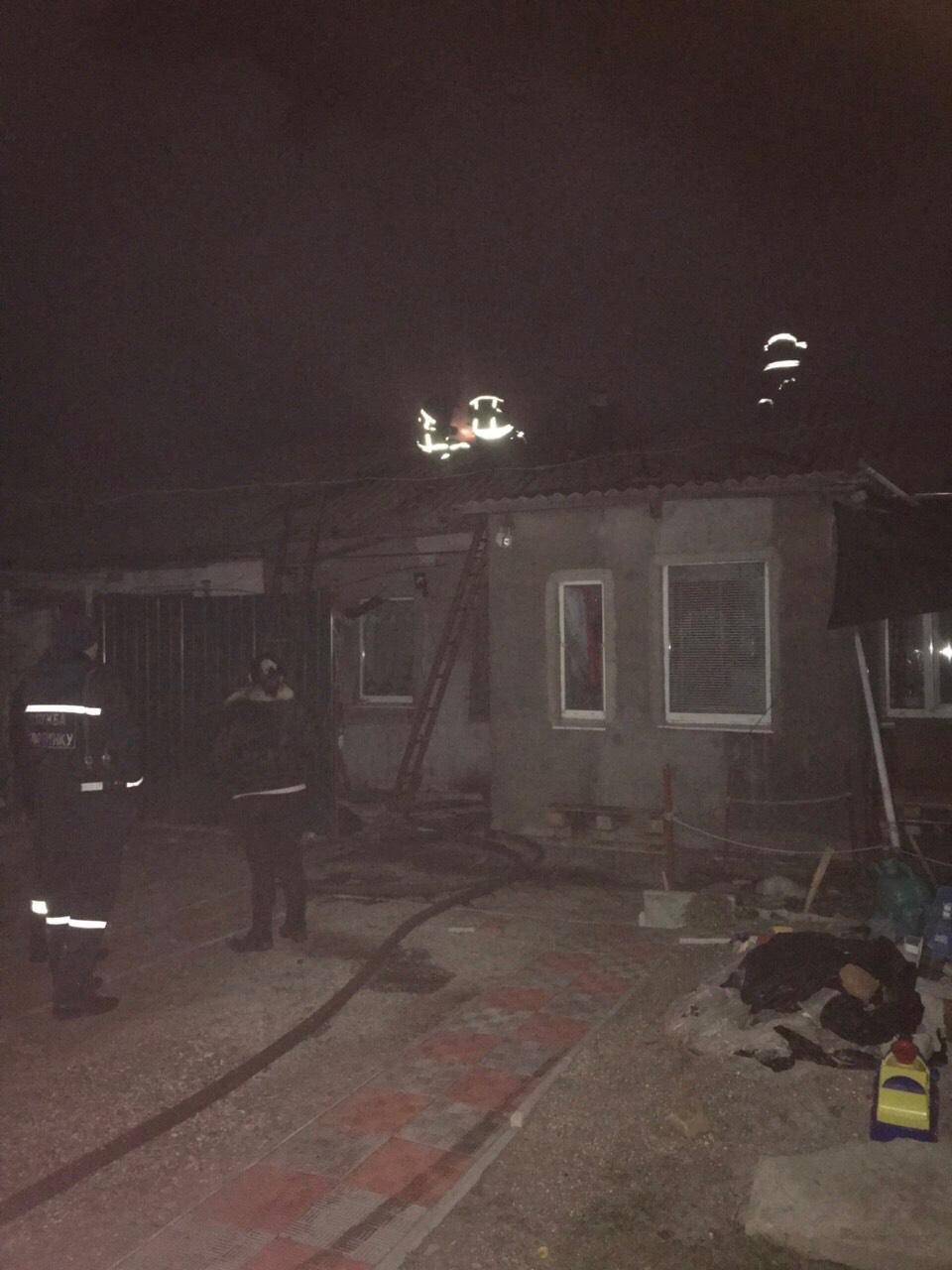 В Бердянске пожарные спасли жителя горящего дома, – ФОТО, фото-1