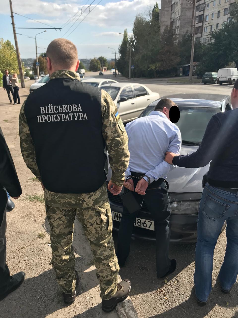 Запорожский прапорщик, который требовал 3,5 тысяч долларов взятки, отделался штрафом, фото-1