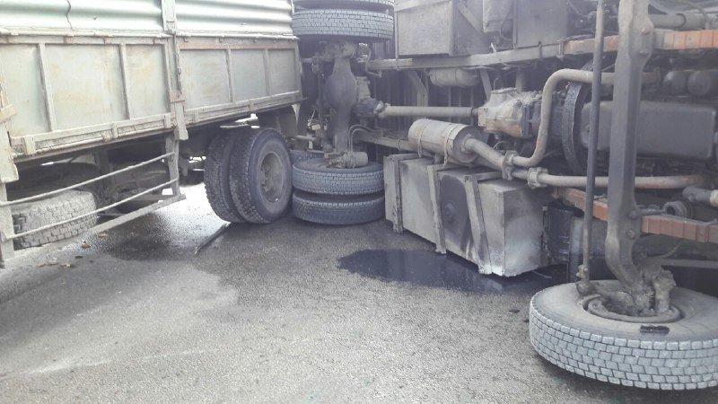 В Запорожье на Хортице перевернулся грузовик с бетонными плитами, – ФОТО, фото-3