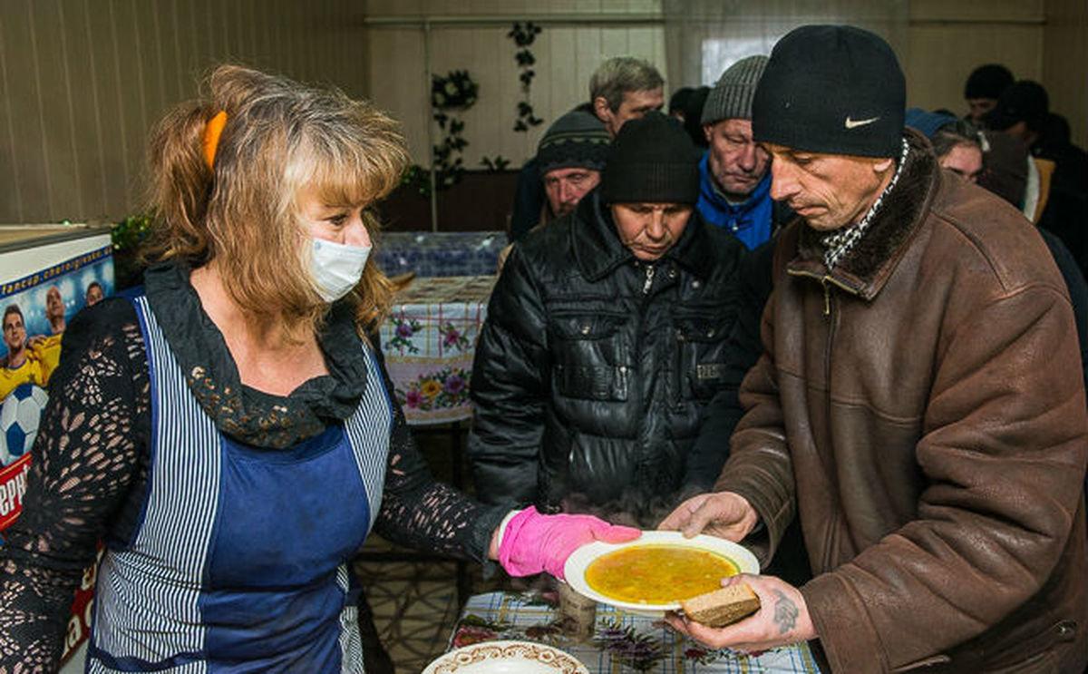 В Запорожской области продолжают работу пункты горячего питания для бездомных, фото-1