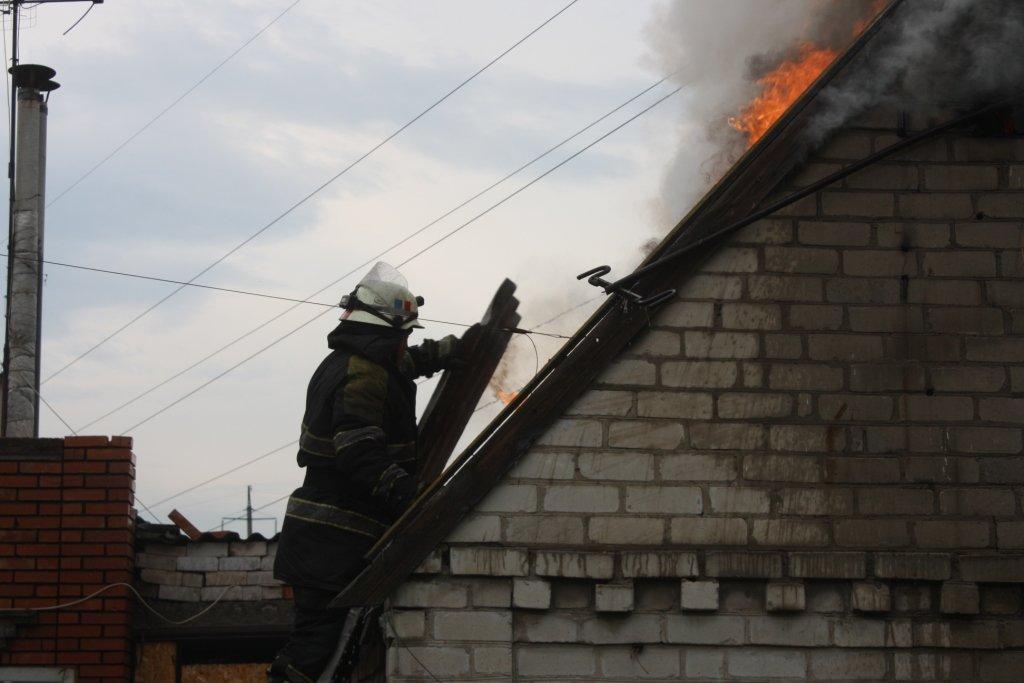 В Запорожье 14 спасателей тушили частный дом, - ФОТО, фото-1
