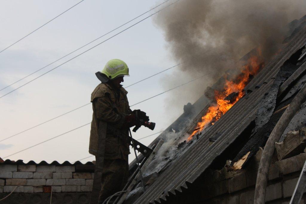 В Запорожье 14 спасателей тушили частный дом, - ФОТО, фото-2