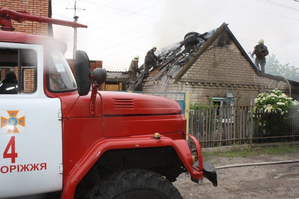 В Запорожье 14 спасателей тушили частный дом, - ФОТО, фото-3