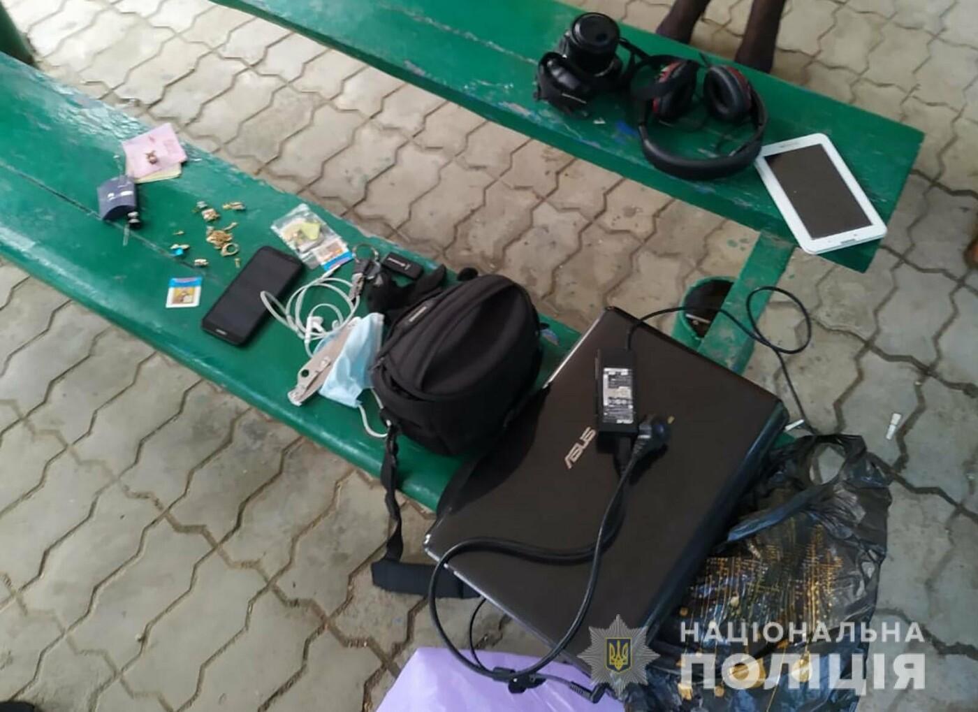 В Мелитополе задержали квартирных воров с похищенными вещами, - ФОТО, фото-1