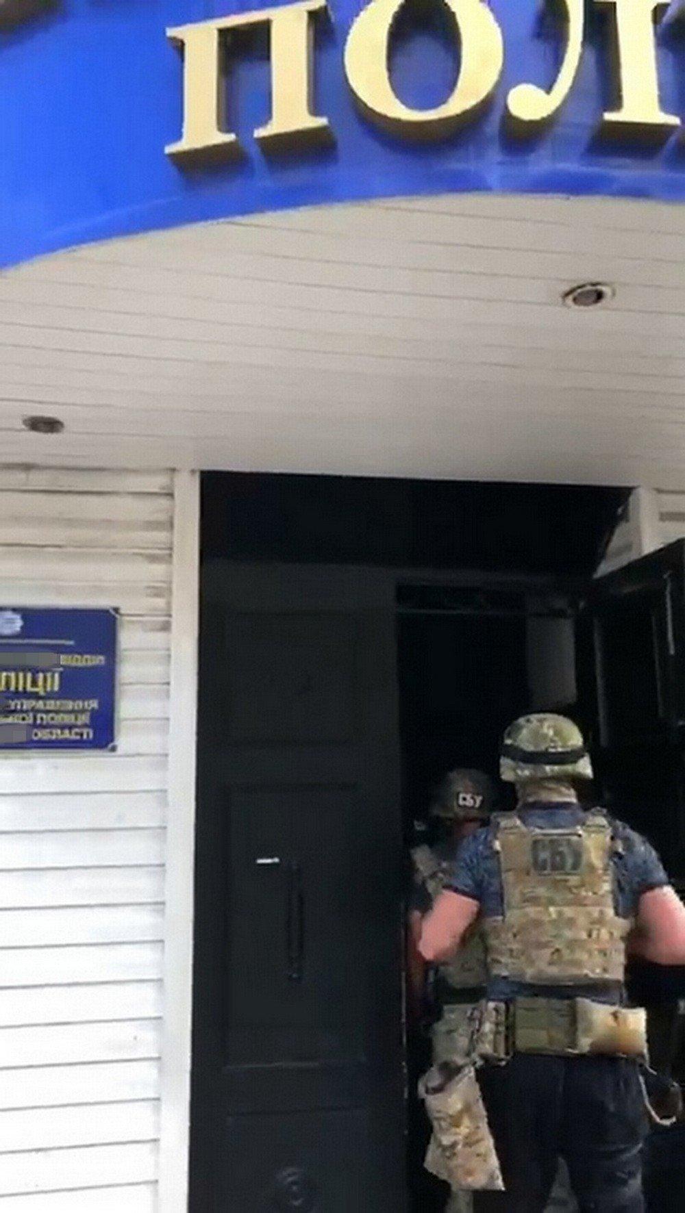 Запорожских следователей поймали на взятке в $10 000 за закрытие уголовного дела, - ФОТО ВИДЕО, фото-4