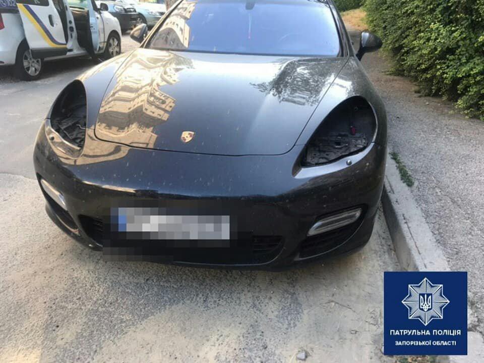 В Запорожье злоумышленники ночью сняли фары с элитного Porsche, – ФОТО, фото-1