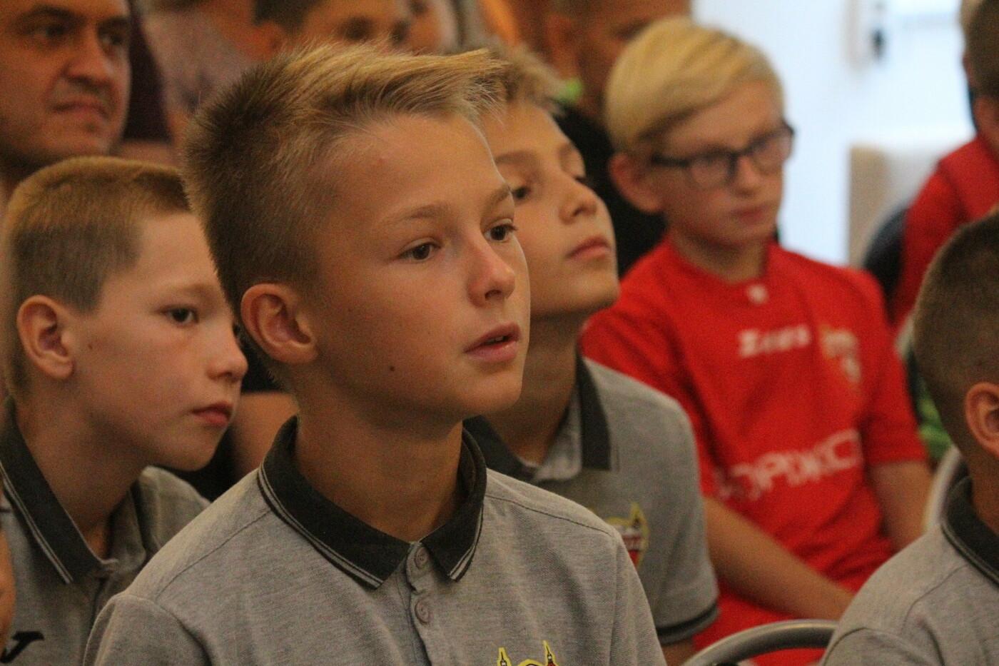 В туристическом центре прошла встреча с чемпионом мира по футболу, – ФОТО, фото-6