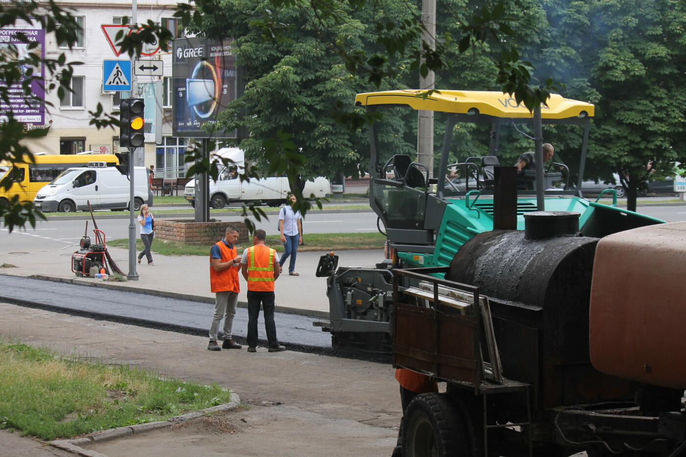 Команда Владимира Буряка продолжает масштабный ремонт дорог в Запорожье, фото-6