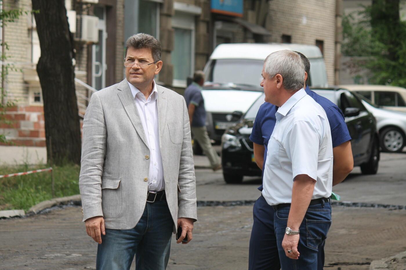 Команда Владимира Буряка продолжает масштабный ремонт дорог в Запорожье, фото-1