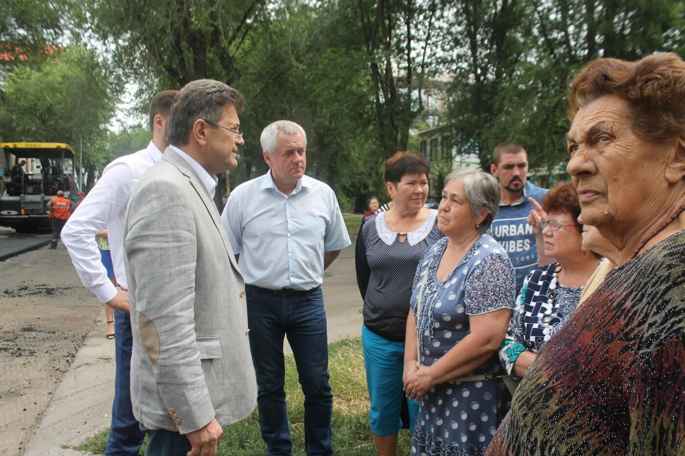 Команда Владимира Буряка продолжает масштабный ремонт дорог в Запорожье, фото-10