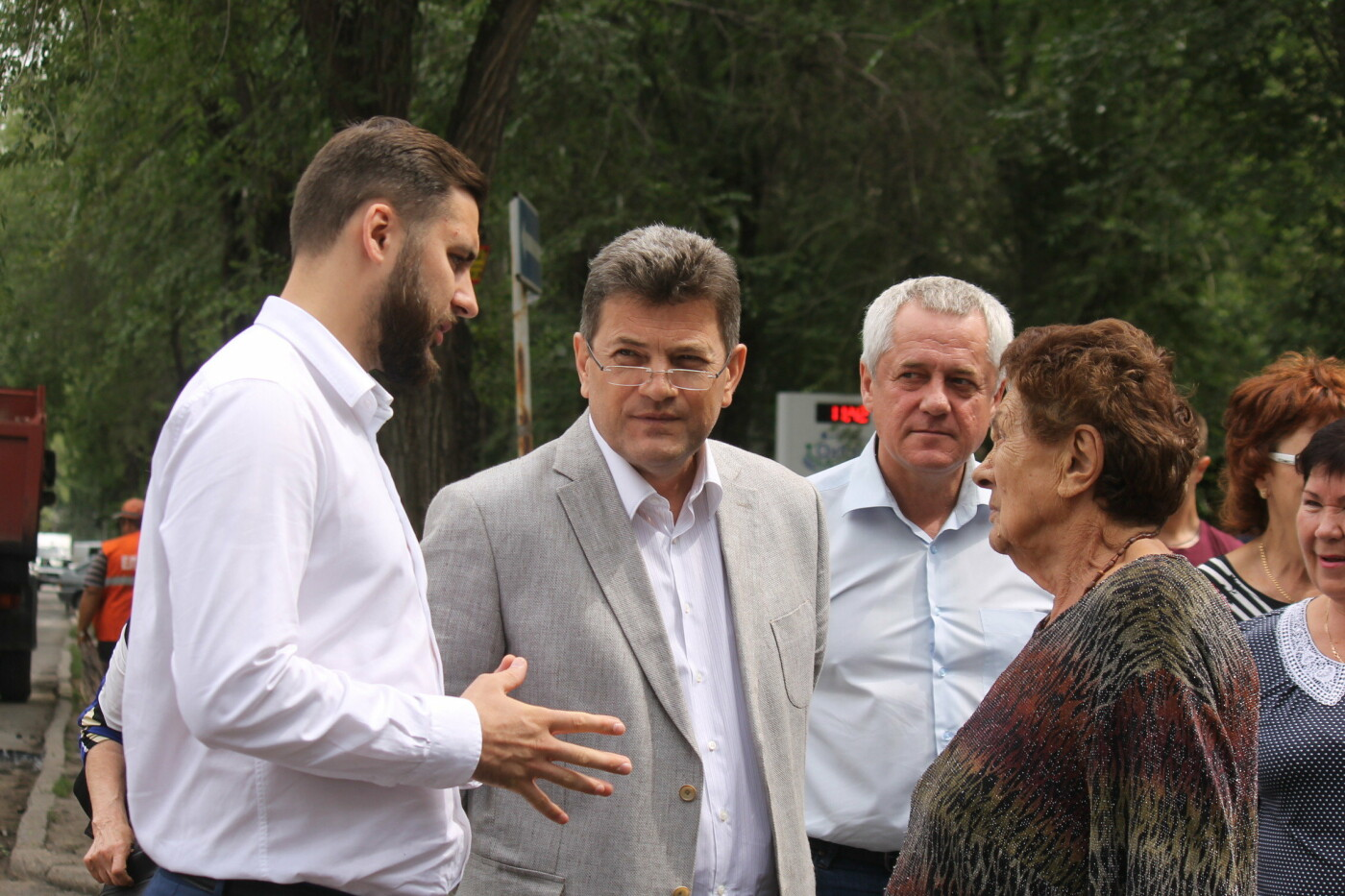 Команда Владимира Буряка продолжает масштабный ремонт дорог в Запорожье, фото-11