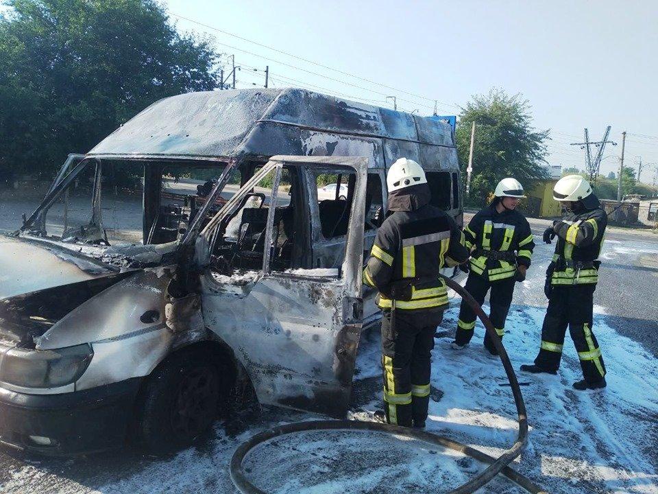 В Запорожье горела маршрутка, - ФОТО