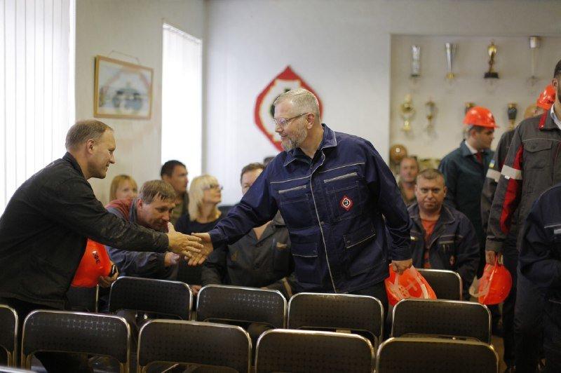 Александр Вилкул на Запорожском заводе ферросплавов: «Необходимо вернуть уважение к людям труда», фото-3