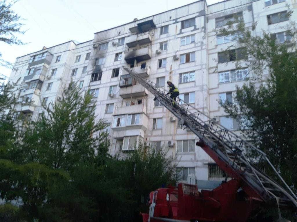 В Запорожье загорелась квартира в многоэтажке: спасли пятерых взрослых и двух детей, - ФОТО, фото-1