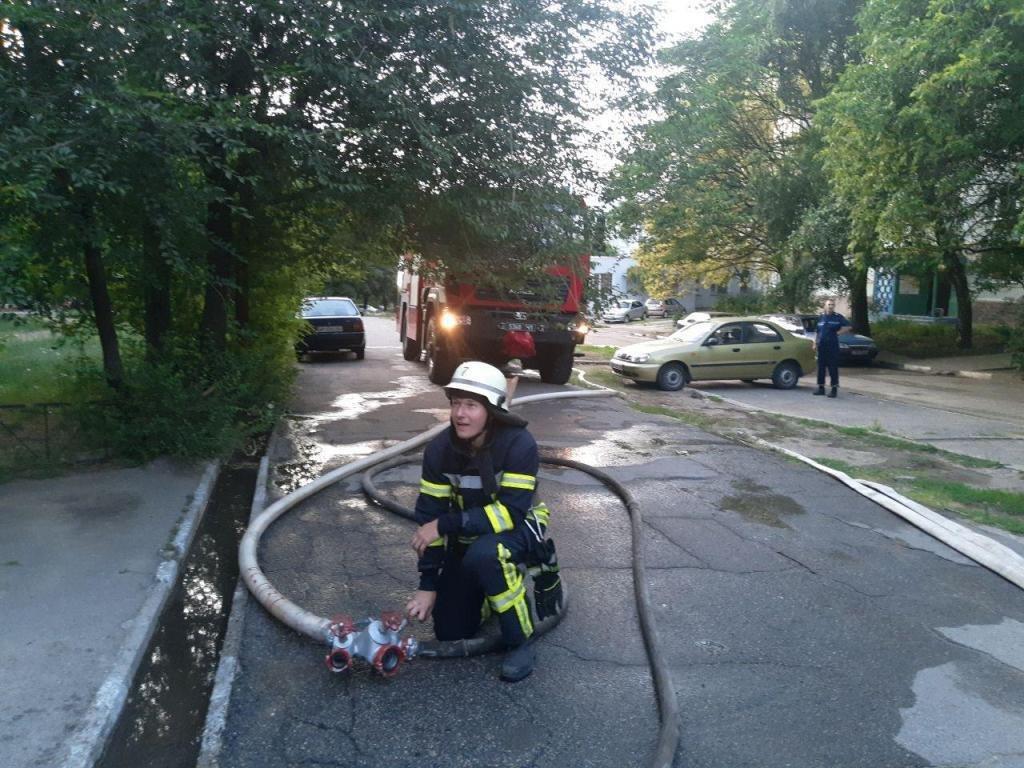 В Запорожье загорелась квартира в многоэтажке: спасли пятерых взрослых и двух детей, - ФОТО, фото-3