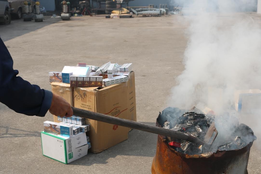 В Запорожье сожгли контрафактных сигарет на 100 тысяч гривен, - ФОТО, фото-2
