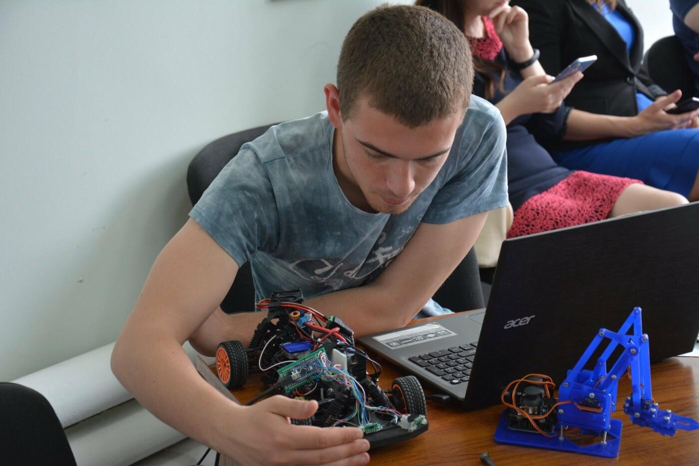 Запорожские студенты разрабатывают роботов, создают виртуальную реальность и делают Smart-зеркала, фото-2