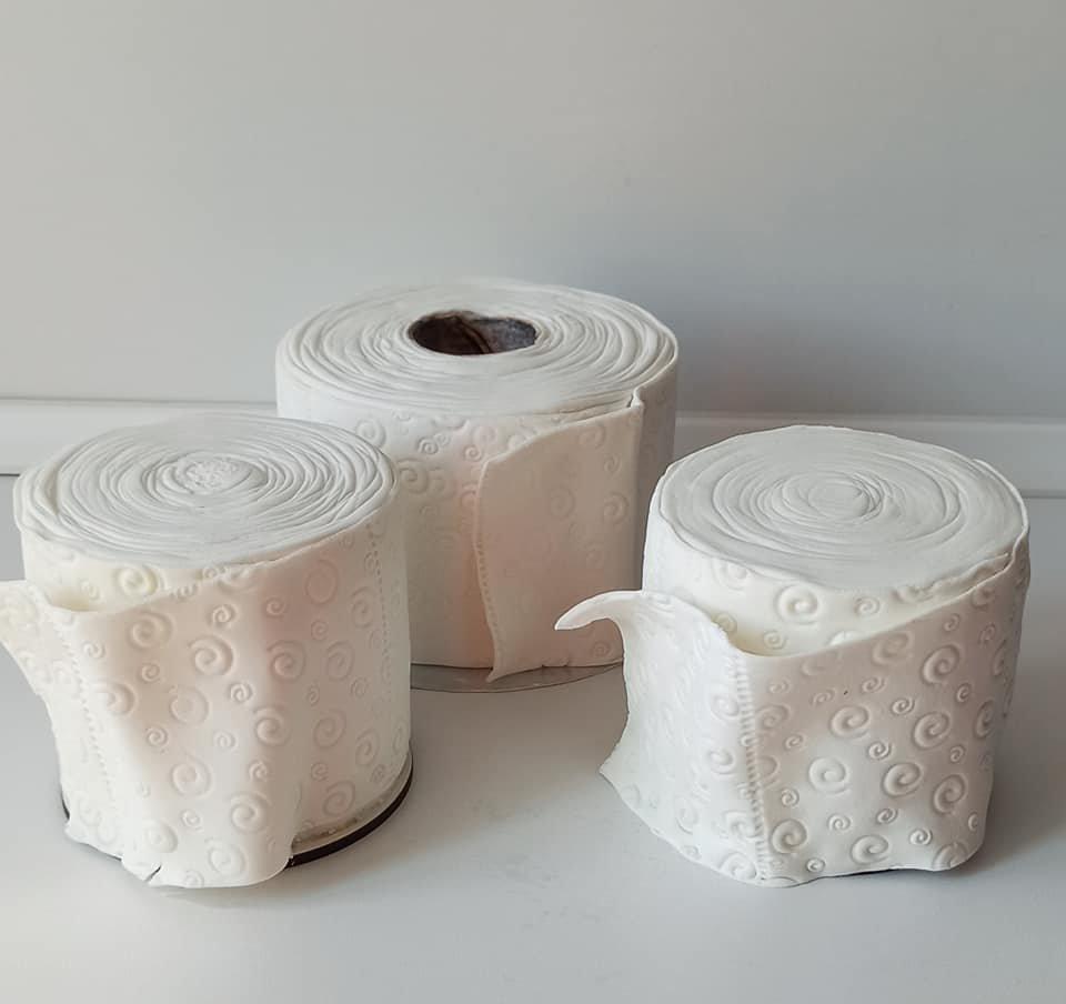 Карантинный тренд: запорожанка делает торты в виде туалетной бумаги, - ФОТО, ВИДЕО, фото-1