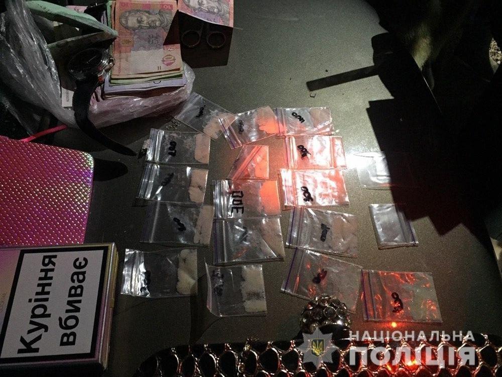 В Запорожье полицейские задержали женщину, которую подозревают в продаже амфетамина: обыски уже провели, - ФОТО, фото-2