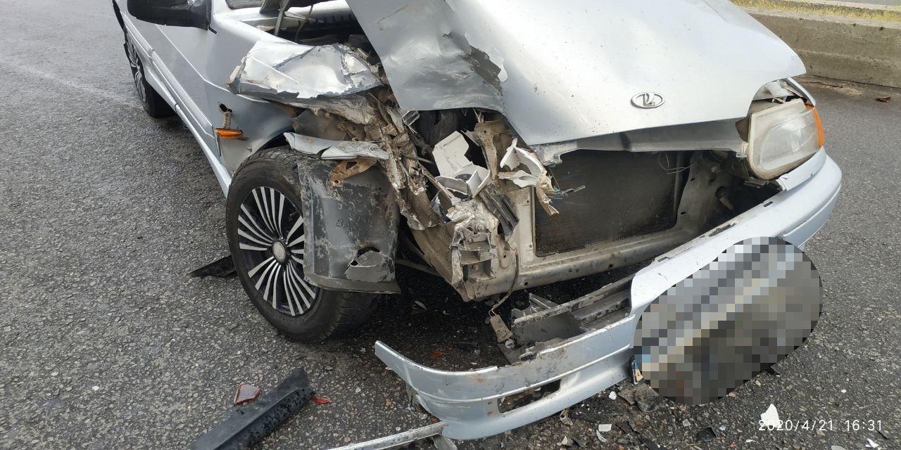 В центре Запорожья ВАЗ врезался в машину, которая притормозила перед пешеходным переходом, - ФОТО, фото-3