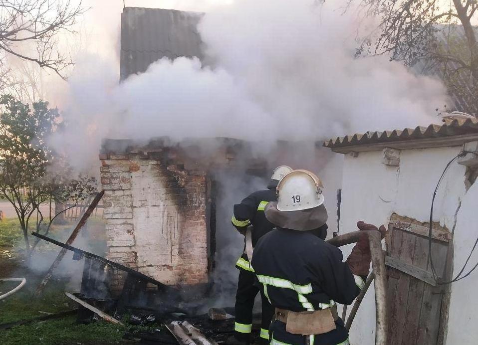 В Запорожской области из-за неосторожного курения загорелся дом, - ФОТО, фото-1