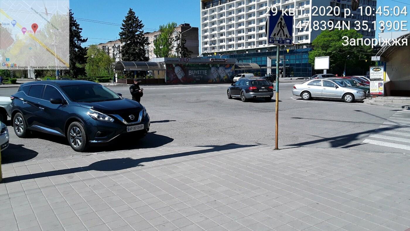 В Запорожье инспекторы по парковке выписали постановление №1000 - иномарке возле ОГА, - ФОТО, фото-1