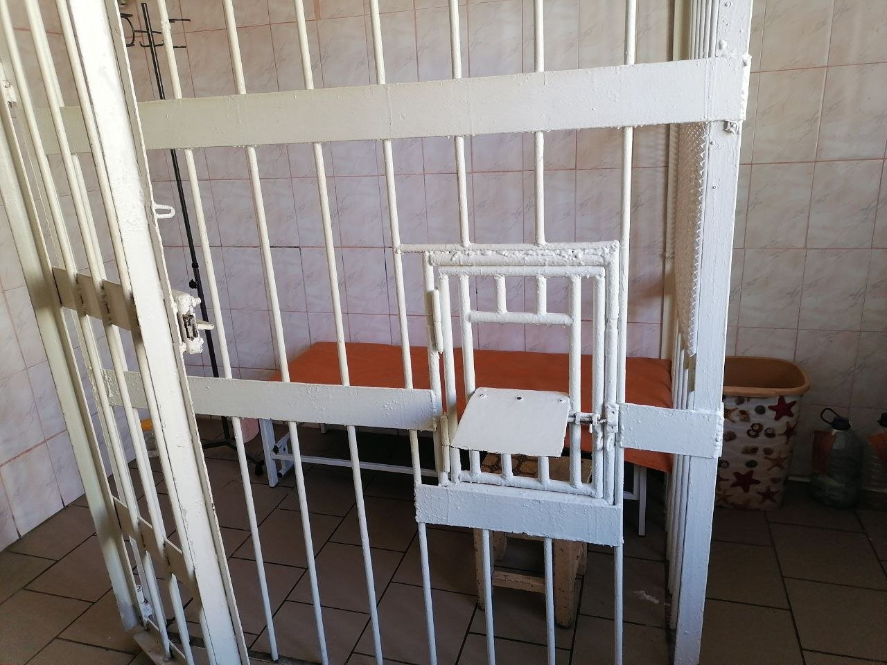 В Запорожском СИЗО один заключенный выкупил все места в VIP-камере, фото-1