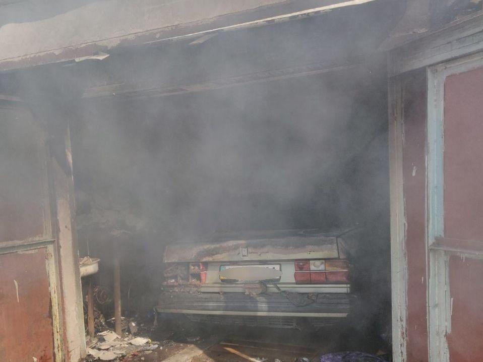 В Запорожье из-за неисправности ГБО случился пожар в гаражах, - ФОТО, фото-2