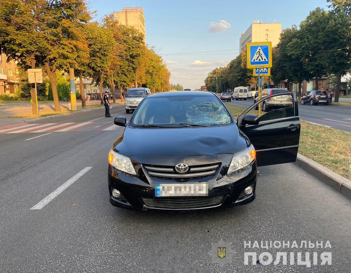 В Запорожье на проспекте машина сбила женщину на пешеходном переходе: она в больнице, - ФОТО, ВИДЕО, фото-2