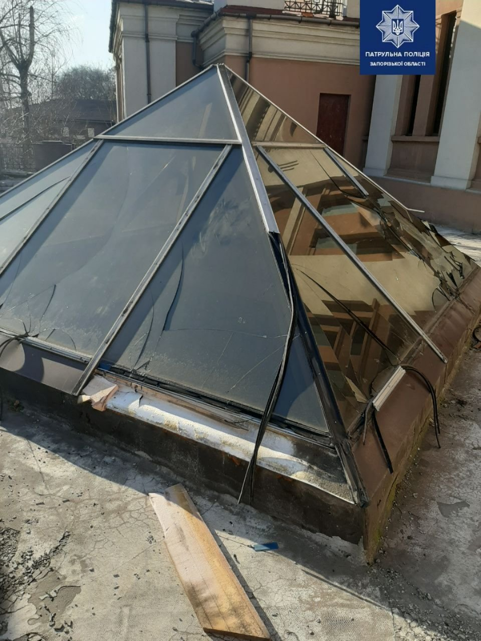 В Запорожье с купола фонтана украли металлические профили, - ФОТО, фото-2