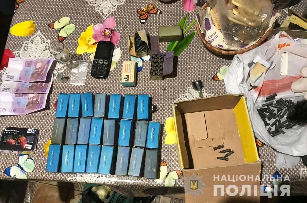 В Запорожье у подозреваемого в наркоторговле дома нашли 1385 патронов, - ФОТО, фото-2
