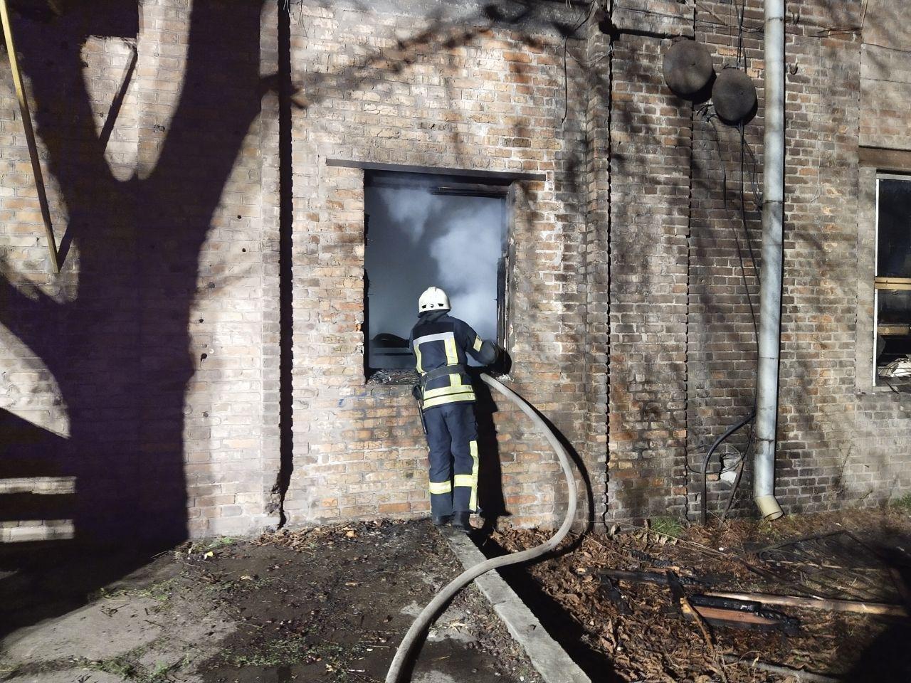 В Запорожье ночью случился пожар в трехэтажном здании, - ФОТО, фото-2