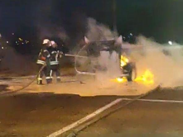 Ночью в двух районах Запорожья загорелись автомобили, - ФОТО, фото-1