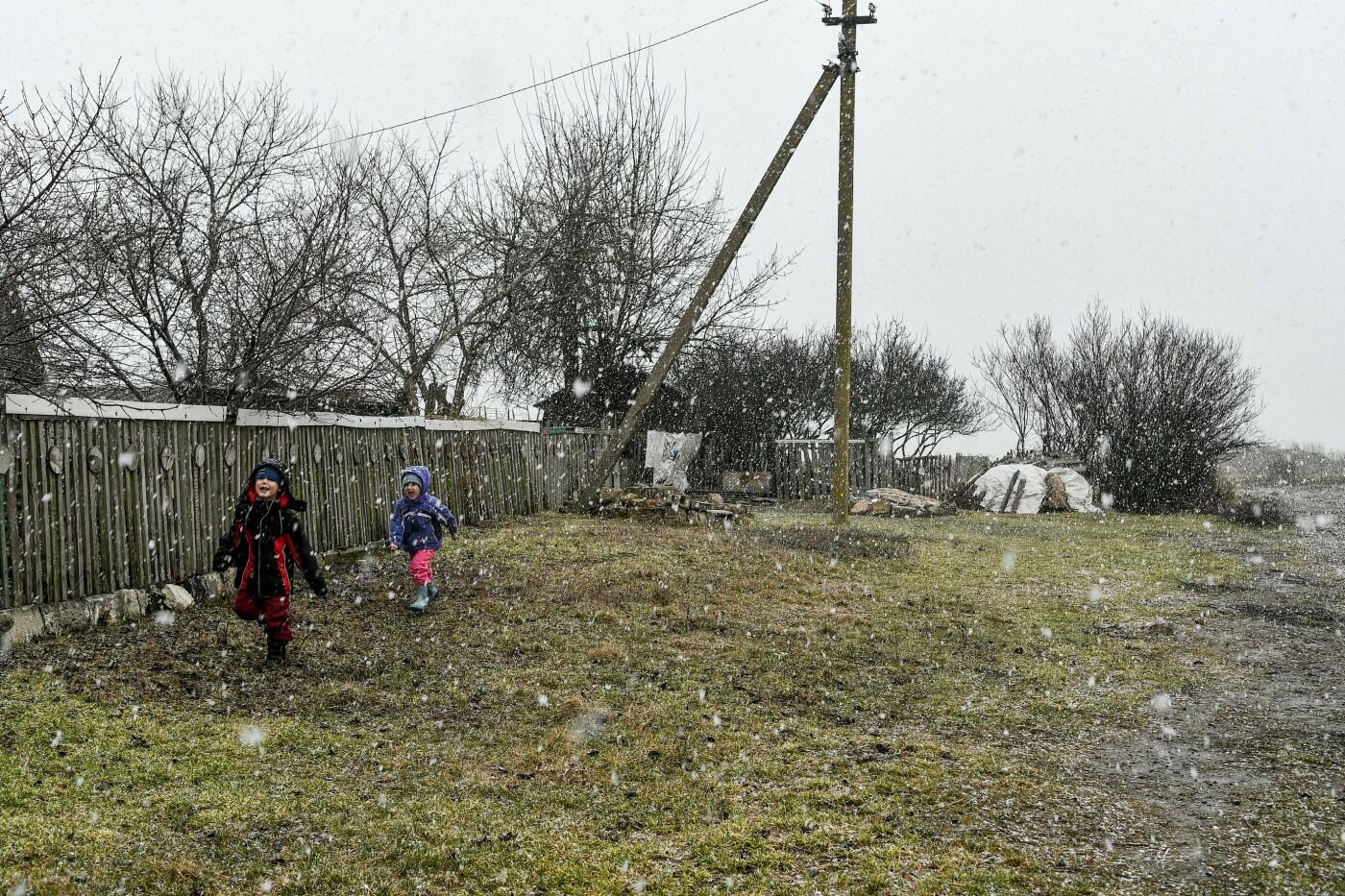 В Запорожской области эксперты по радиологии начали отбирать пробы в селе, где планируют построить каолиновый карьер, фото-7