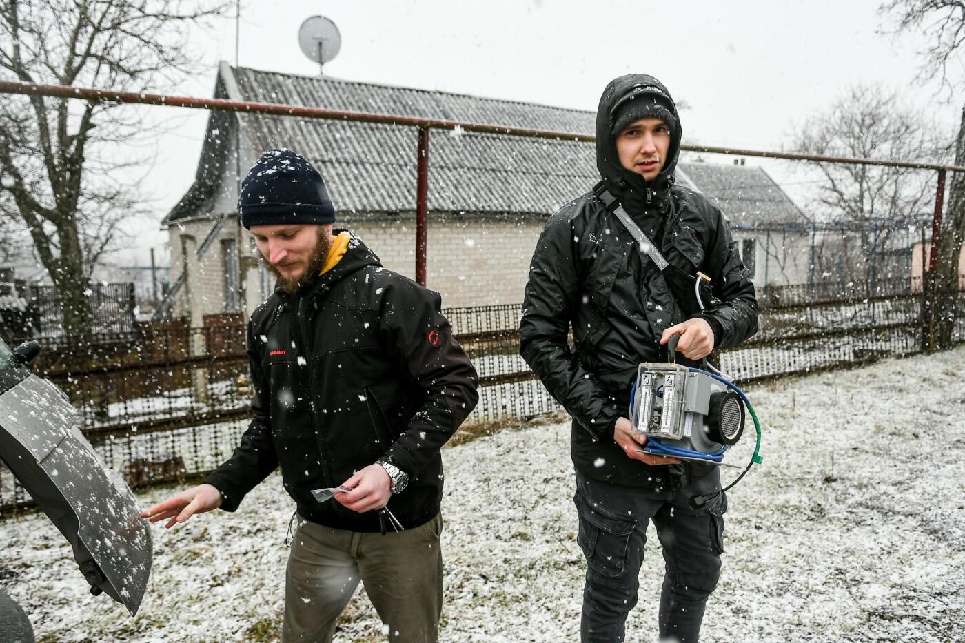 В Запорожской области эксперты по радиологии начали отбирать пробы в селе, где планируют построить каолиновый карьер, фото-4