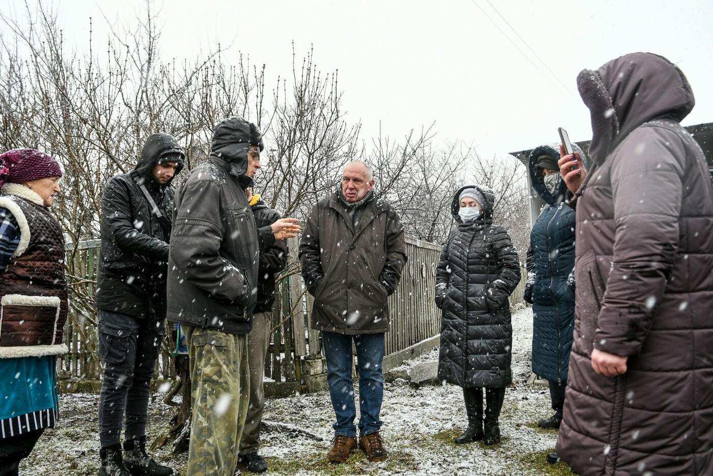 В Запорожской области эксперты по радиологии начали отбирать пробы в селе, где планируют построить каолиновый карьер, фото-5