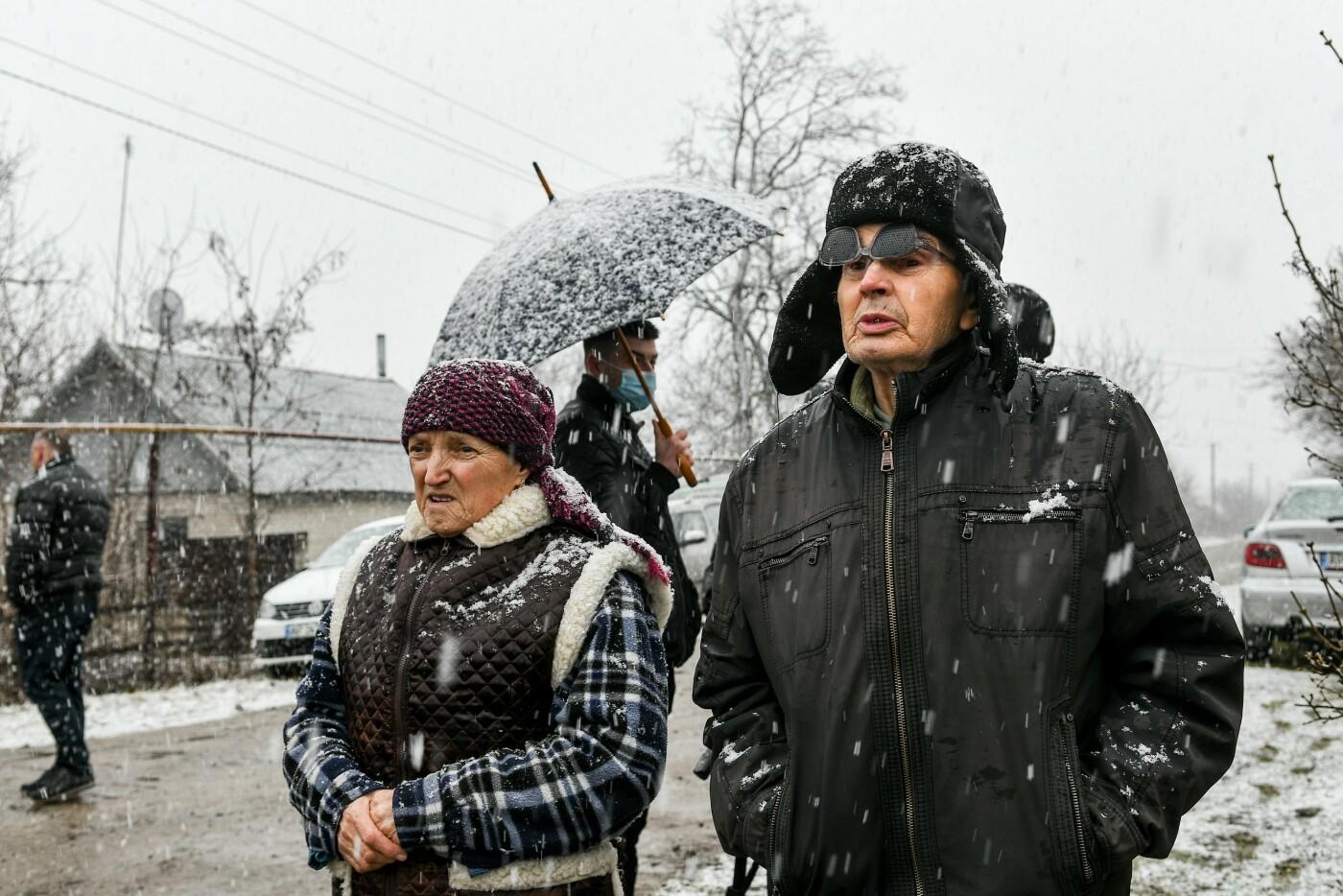 В Запорожской области эксперты по радиологии начали отбирать пробы в селе, где планируют построить каолиновый карьер, фото-2